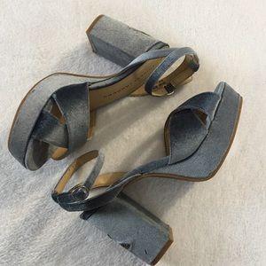 Chinese Laundry Blue velvet floral chunky heels 8